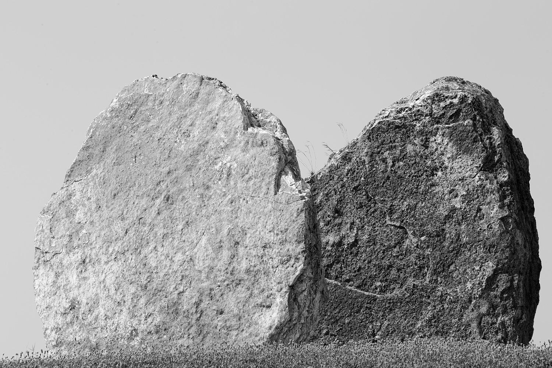 שני סלעים לכודים בגן הסלעים, תל אביב