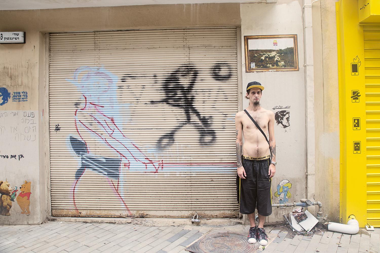 מול המצלמה בפלורנטין, תל-אביב